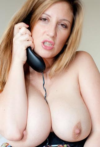 tettona matura al telefono